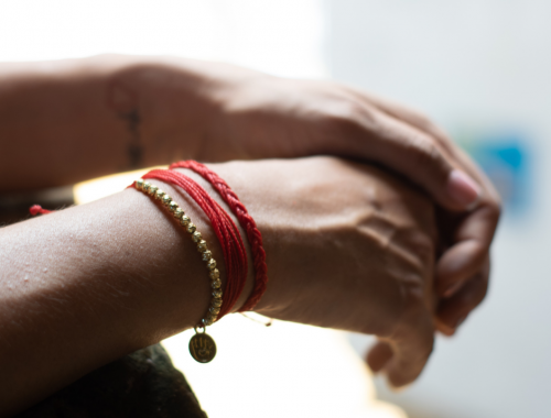 La tradition kabbalistique du bracelet rouge